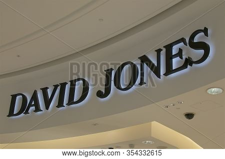 Brisbane, Qld, Australia - 26th January 2020 : David Jones Logo Hanging At The Queens Plaza Mall. Da