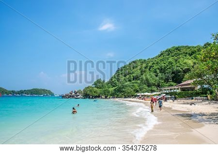 Thailand , Koh Larn Pattaya Oct 21, 2019 : Panorama Sea View Koh Larn Island, Tourists Relaxing On T