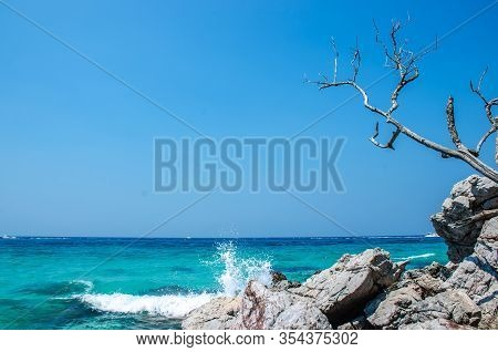 Landscape View Koh Larn Island Popular Tropical Beach On A Hot Weather And Fine Day In Pattaya City