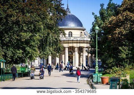 Paris/france - September 10, 2019 : Rotonde In Parc Monceau