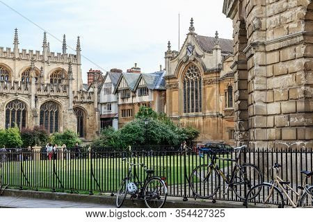 Oxford, Great Britain - May 21, 2014: This Is Downtown Radcliffe Square, Surrounded By The Historic