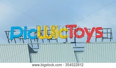 Bordeaux, France, March 07, 2020 - Shop Sign Of Picwictoys, A Toys Store Retailer That Sells Toy, Cl