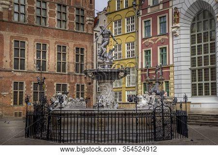 Gdansk, Polen - 8 March 2020: Fountain Of Neptune On The Dlugi Targ Street In Gdansk, Poland