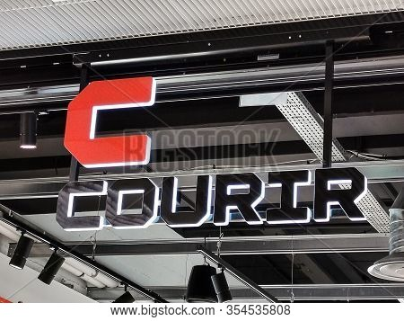 Bordeaux, France, March 07, 2020 : Courir Shop, Boutique Logo Sign On The Facade Of The Store. This