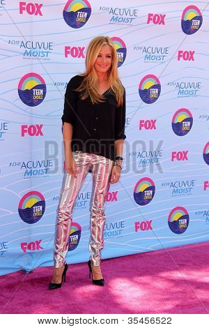 LOS ANGELES - JUL 22:  Cat Deeley arriving at the 2012 Teen Choice Awards at Gibson Ampitheatre on July 22, 2012 in Los Angeles, CA