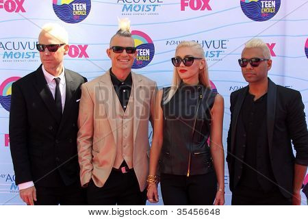 LOS ANGELES - JUL 22:  Tom Dumont, Adrian Young, Gwen Stefani, Tony Kanal arriving at the 2012 Teen Choice Awards at Gibson Ampitheatre on July 22, 2012 in Los Angeles, CA