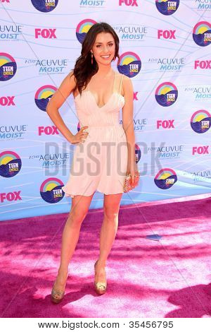 LOS ANGELES - JUL 22:  Kathryn McCormick arriving at the 2012 Teen Choice Awards at Gibson Ampitheatre on July 22, 2012 in Los Angeles, CA