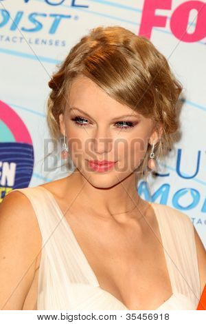 LOS ANGELES - JUL 22:  Taylor Swift in the Press Room of the 2012 Teen Choice Awards at Gibson Ampitheatre on July 22, 2012 in Los Angeles, CA