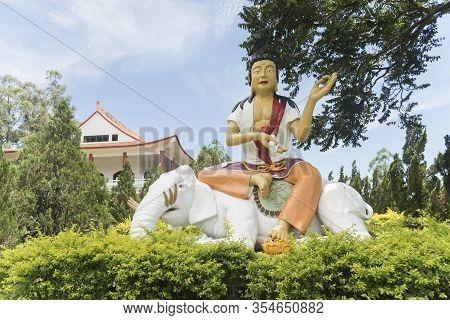 Foz Do Iguacu, Parana / Brazil; Dec 17, 2017: Chen Tien Buddhist Temple, Colorful Statue Of A Bodhis