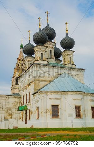 Susanino, Kostroma Oblast, Russia - May 2, 2015: Orthodox Church Built In 1690 In The Village Of Mol