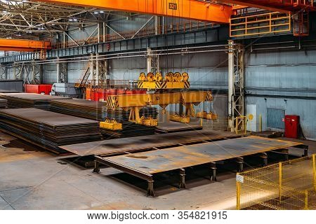Overhead Crane With Electromagnetic Beam Grippers Lifting Steel Sheets