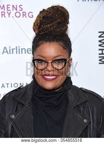 LOS ANGELES - MAR 08:  Yvette Nicole Brown arrives for the 8th Annual Women Making History Awards on March 08, 2020 in Los Angeles, CA