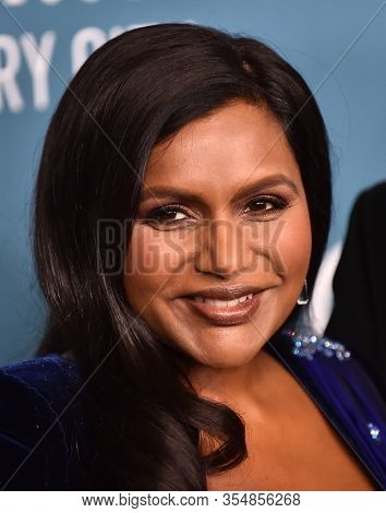 LOS ANGELES - JAN 28:  Mindy Kaling arrives for the Costume Designers Guild Awards on January 28, 2020 in Beverly Hills, CA