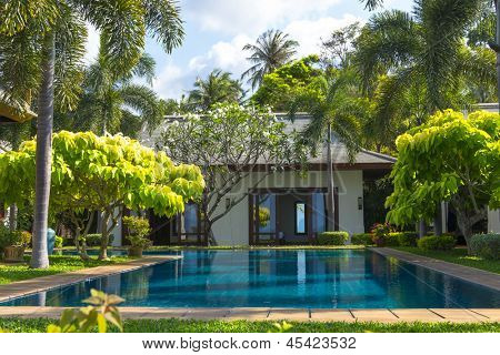 Swimming pool and yard of the luxury villa, Samui, Thailand