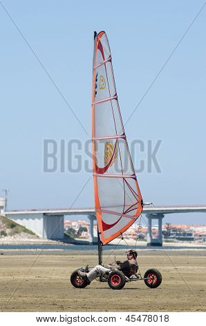 Leonel Tome On A Windcar