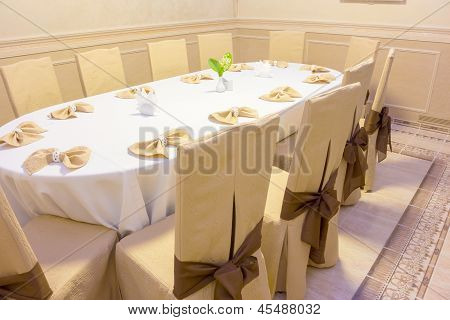 Oval Banquet Table
