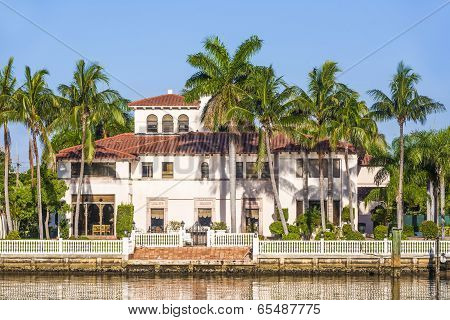 Beautiful Houses Downtown At The Waterfront Miami South