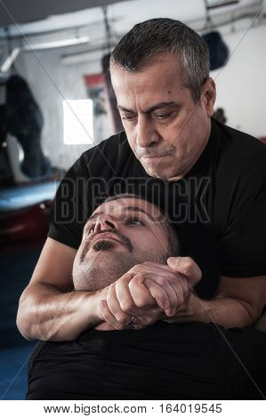 Kapap Instructor Demonstrates Choke Techniques