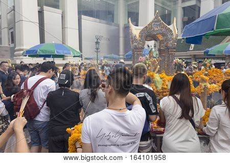 BANGKOKTHAILAND - DEC 31 : snapshot of tourist worship in Erawan shrine at ratchaprasong area on december 31 2016 Thailand. there are many tourist worship at Erawan shrine in new year festival