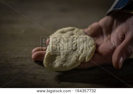 Dough for campfire bread on hand. The basic dough is made of flour, yeast, water and salt and can be rolled on a stick and put on the open fire.