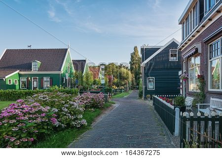 Haaldersbroek is a hamlet in Zaanstad and is located in the southeast of Kalverpolder and next to Zaanse Schans. The oldest house in Haaldersbroek dates from 1661 and is a former fishing village.