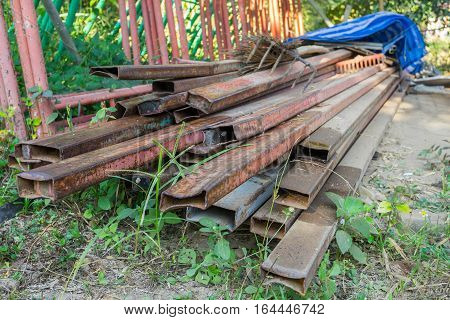 Rust steel member for raw material of steel