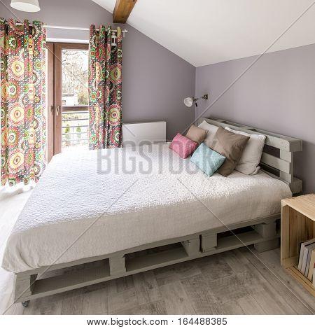 Pallete Bed In Modern Bedroom