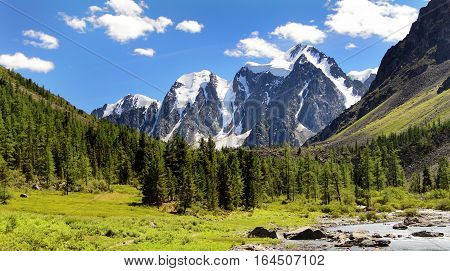 savlo szavlo valley and rock face - altai mountains russia
