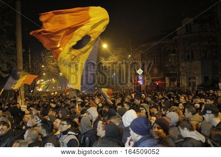 25000 people protest requesting the resign of Mayor of District 4 and the change of the politicians after the fire in club