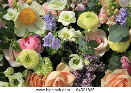Mixed bridal flower decorations: peonies ranunculus and roses in pastel colors