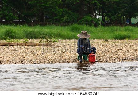 thai fisherman in a river Mekong, thailandia