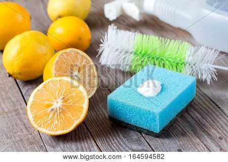 lemon and sodium bicarbonate on wooden table