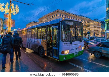 Saint Petersburg, Russia - December 25, 2016:  Tourists Use The City Bus On Nevsky Prospect