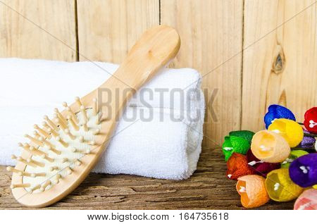 comb with towel and wooden wall for the spa.