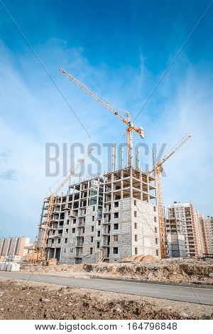 Construction industry and hoisting tower cranes/New building and highrise cranes