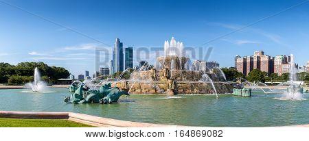 Buckingham fountain in Millenium park on a sunny day