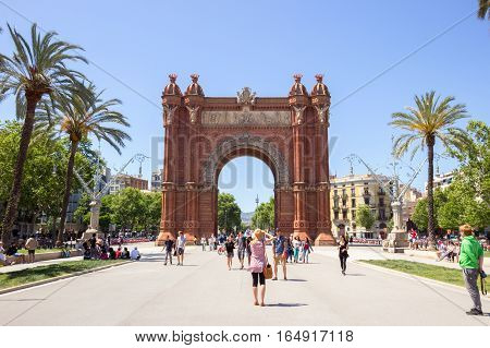 BARCELONA - MAY 21 2016: Tourists at the Arc de Triomf Parc in Barcelona Spain