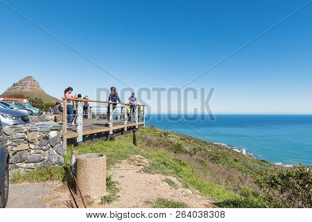 Cape Town, South Africa, August 9, 2018: The Viewing Deck At The Top Of Signal Hill In Cape Town. Li