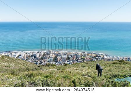 Cape Town, South Africa, August 9, 2018: A Tourist On Signal Hill In Cape Town In The Western Cape P