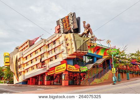 Niagara Falls, Canada - Aug 27, 2012: Ripleys Believe It Or Not! Building, An Oddity Museum Located