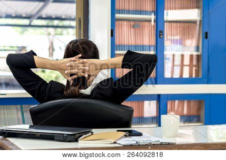 Business Women Has Been Relax. The Successful Work And The Computer On The Table