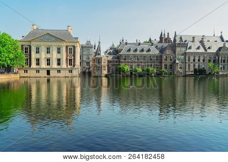 City Center Of Den Haag - Dutch Pairlament Binnenhof, Mauritshuis And With Reflections In Pond, Neth