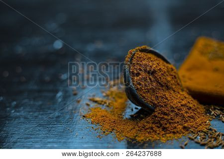 Close Up Of Powdered Cumin Or Zeera Or Jeera With Raw Cumin On Wooden Surface In A Clay Bowl On A Cl