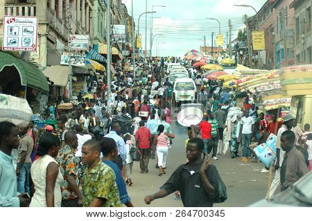 Kumasi, Ghana: 21st July 2016 - A Bustling Street Scene With People And Cars In Kumasi, West Africa