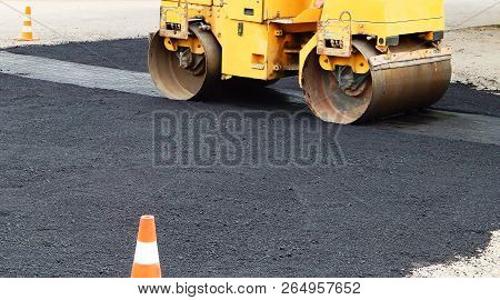 Paver Road Construction, Asphalt Concrete Pavementpaver Road Construction, Asphalt Concrete Pavement