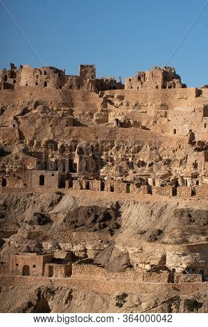 Welcome To Southern Tunisia: The Dahar , Land Of Sand, Stone And Ksar . Chenini , Old Berber Village