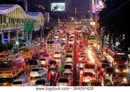 Bangkok-thailand Sep 5 2018: Traffic Jam On Ratchadamri Rd, From Pratunam Intersection In The Evenin