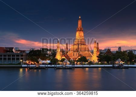 Wat Arun Ratchawararam Ratchawaramahawihan Or Wat Arun Is A Buddhist Temple (wat) Destination In Ban