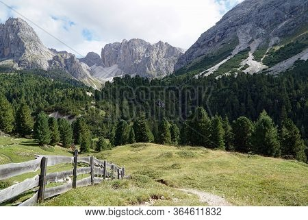 Beautiful Hiking Trail Leads Into Spectacular Mountain Range / Puez Odles Naturepark / South Tyrol