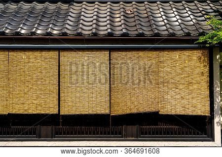 Range 4 Blinds Bamboo Japanese Curtain On The Widow  Cover Exterior Protect From Sunlight Through Th